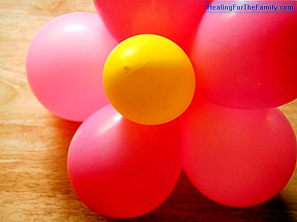 Bouquet of flowers with balloons. Balloon craft for children