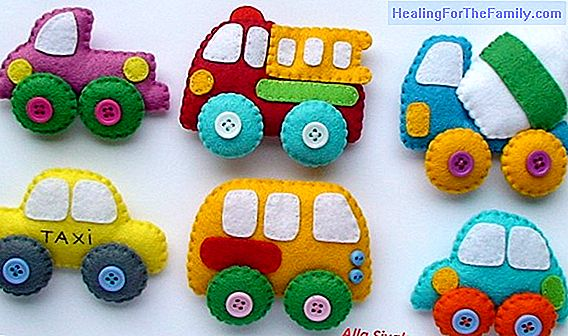 Keychain in the shape of a car. Craft with felt for children