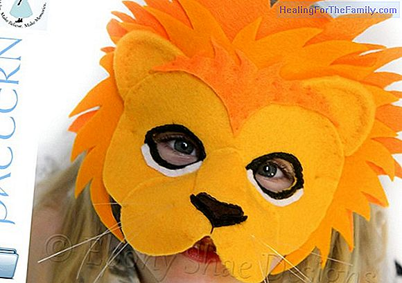 Lion mask with paper plate. Carnival Crafts