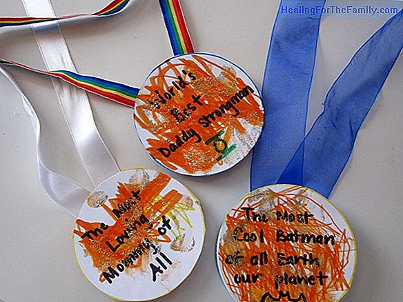 Medals for Father's Day. Crafts for children