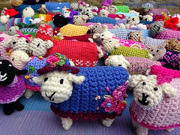 Woolly sheep. Children's crafts with eggs