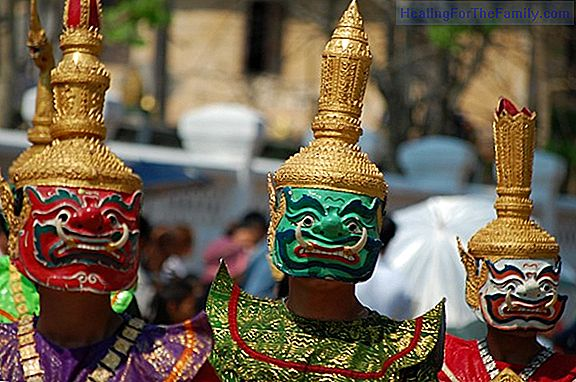 Videos of masked crafts and masks of Carnival