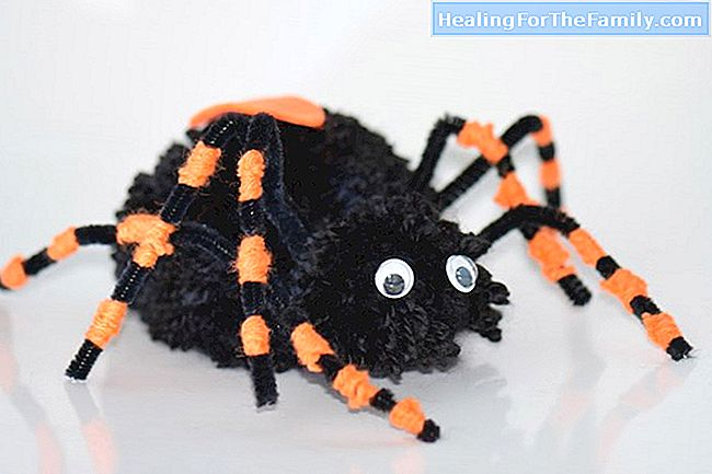 Halloween-spin. De kinderen knutselen recycling